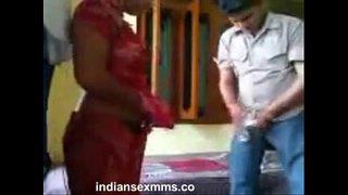 سكس محارم مع شاب هندي ينيك مرات أخوه في غرفة نومها العربية xxx أنبوب