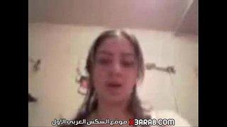تصور فيديو لحبيبها وتلعب في كسها وأحلي اهات و سكس عربي جامد ...